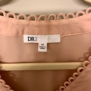 DR2 Tops - ✨DR2✨ Scalloped Blush Sleeveless Top